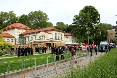 Polizeischutz für Nazis
